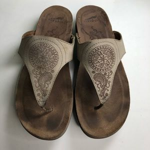 Dansko sandals flip flops women size 38 US 7